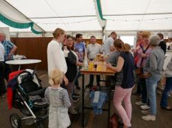 033_07-29-2017-zeltgottesdienst_kaffeetrinken_für_die_ehrenmitglieder