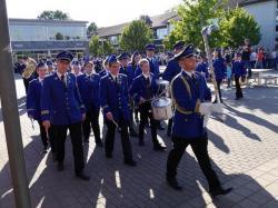 088_07-30-2017-ausholen_neues_königspaar_und_parade