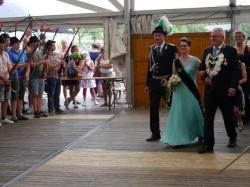 024Ausholen des neuen Königspaares und Parade