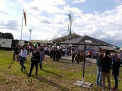 004_07-30-2017-ausholen_neues_königspaar_und_parade