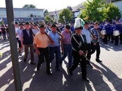 065_07-30-2017-ausholen_neues_königspaar_und_parade