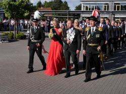 033_07-30-2017-ausholen_neues_königspaar_und_parade
