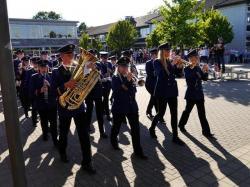 090_07-30-2017-ausholen_neues_königspaar_und_parade
