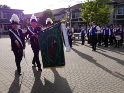 021Ausholen des neuen Königspaares und Parade
