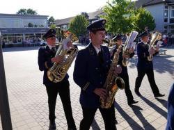 094_07-30-2017-ausholen_neues_königspaar_und_parade