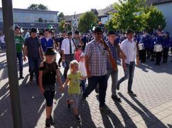 075_07-30-2017-ausholen_neues_königspaar_und_parade