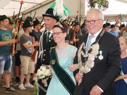 025Ausholen des neuen Königspaares und Parade