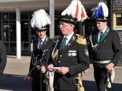 036_07-30-2017-ausholen_neues_königspaar_und_parade