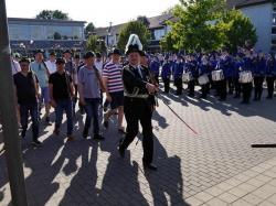 070_07-30-2017-ausholen_neues_königspaar_und_parade