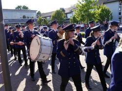 091_07-30-2017-ausholen_neues_königspaar_und_parade