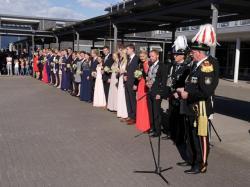 038_07-30-2017-ausholen_neues_königspaar_und_parade
