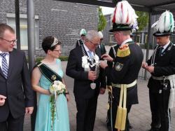 013Ausholen des neuen Königspaares und Parade