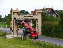 K800_06-27-28-2014-Der Aufbau der Torbögen_34