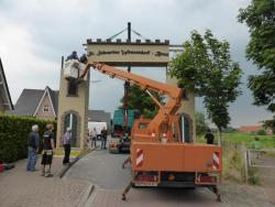 K800_06-27-28-2014-Der Aufbau der Torbögen_12