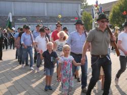 08-04-2019-Ausholen neues Königspaar und Parade (30)