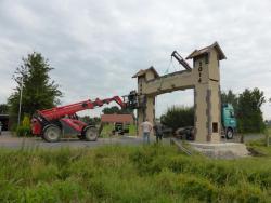 K800_06-27-28-2014-Der Aufbau der Torbögen_28