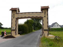 K800_06-27-28-2014-Der Aufbau der Torbögen_42